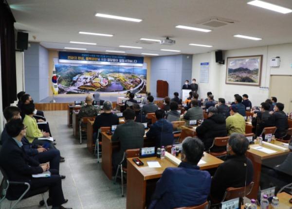 1-3. 사진(오도창 영양군수, 2021년 읍·면 방문으로 군민과 소통).jpg